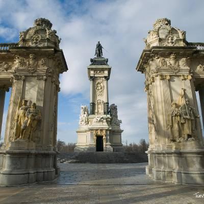 Free Tour Madrid de los Borbones - tour gratis madrid de los borbones Monumento Alfonso XII - ALT Tomas G Santis