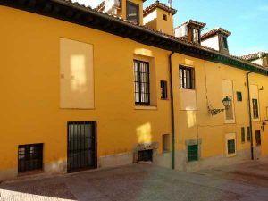 Casas a la malicia amarilla sombra barrio de la latina madrid