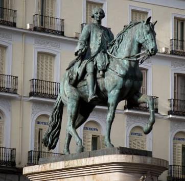 Estatua_ecuestre_de_Carlos_III-Punto de encuentro Free Tour Madrid de los Austrias