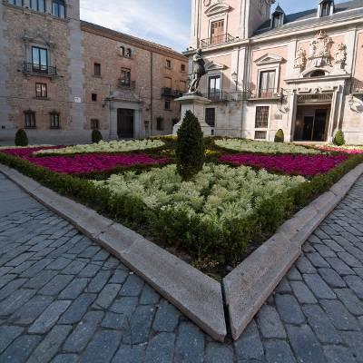 Free tour madrid de los austrias - visita guiada madrid de los austrias Plaza de la Villa Tomas G Santis
